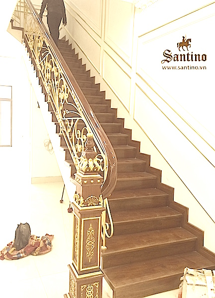 Cầu Thang dát vàng