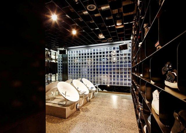 06-thiet-ke-noi-that-showroom-giay-cao-cap