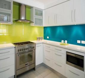 Mẫu-kính-mầu-vàng-chanh-kết-hợp-với-mầu-xanh-dương-ốp-bếp  www.centa.vn