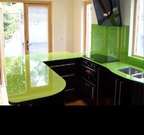 Mẫu-kính-mầu-xanh-nõn-chuối-ốp-bếp  www.centa.vn
