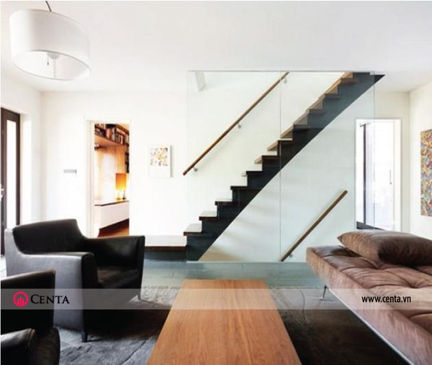 Cầu thang kính cường lực tay vịn gỗ, mặt bậc bằng gỗ