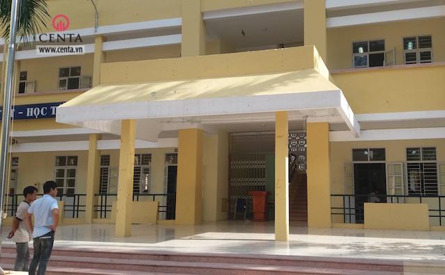 Hiện trạng sân khấu trường PTTH Yên Hoà