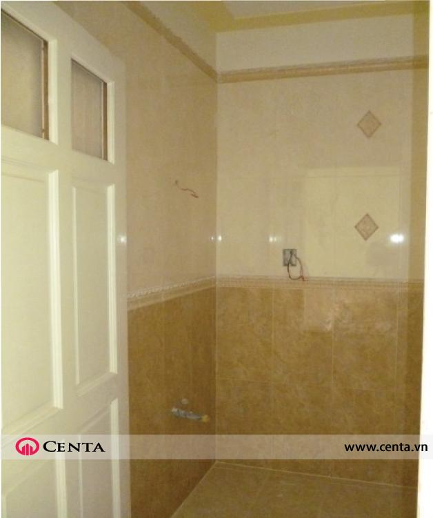 22a.-Phong-ve-sinh-op-gach    www.centa.vn.jpg