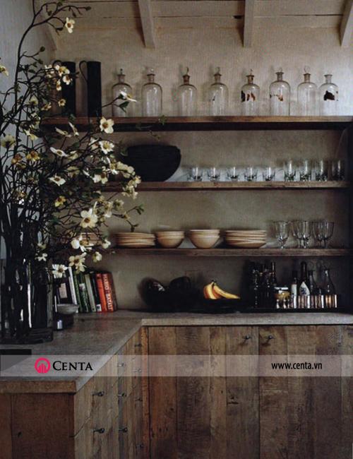 Vật liệu chủ đạo là các nguyên liệu truyền thống như gỗ và đá. Phong cách thiết kế nội thất