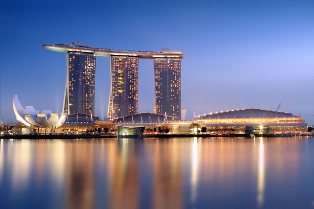 Marina Bay_Sands_in_the_evening_-_20101120