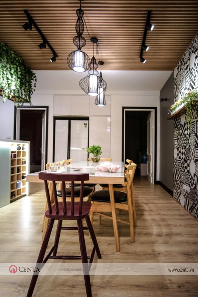 Căn hộ 120m2 chung cư nội thất bàn ăn có đèn trang trí và đèn hắt tường gạch bông