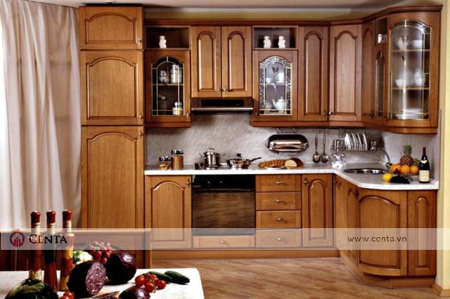 Mẫu tủ bếp giả cổ bằng gỗ hương lào đẹp cho nhà phố