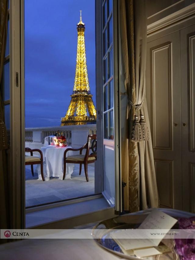 Phòng ngủ nhìn ra sân mái Paris tháp eiffele