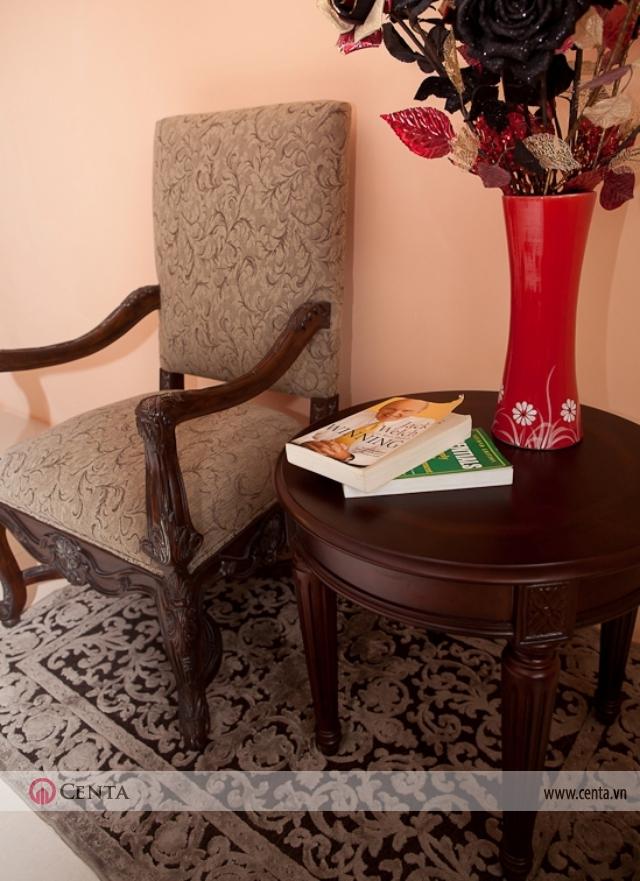 Ghế và bàn tròn cho người ngồi đọc sách phòng sinh hoạt chung