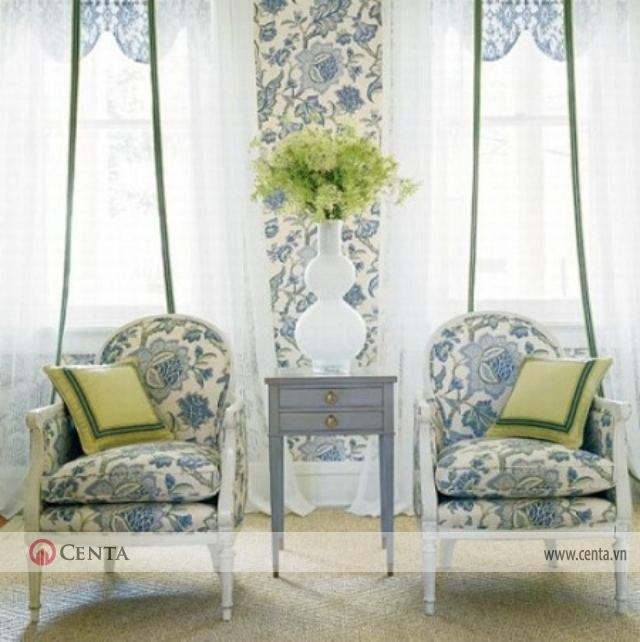 Bàn uống trà, phòng uống trà trang trí hoa văn rèm cửa màu trắng
