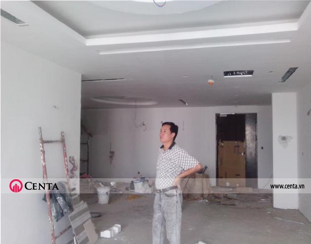 17.-Lap-dat-tran-thach-cao-phong-khach-can-ho-chung-cu-Mandarin www.centa.vn