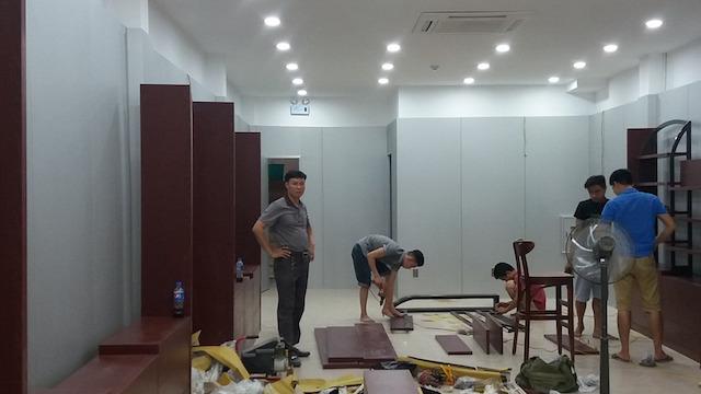 Thi cong Noi that showroom Ha nOi