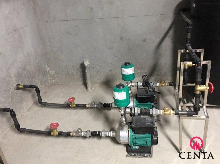 Kết nối đường ống cấp nước vào máy bơm sử dụng ống Rehau