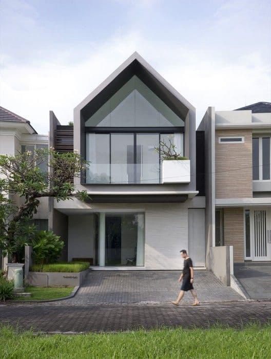 Mẫu nhà phố mái thái 2 tầng đẹp hiện đại