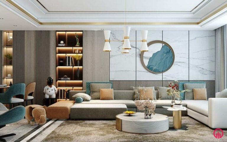 Mẫu phòng khách đẹp có sofa nỉ, bàn trà tròn thấp, gương treo tường, tủ trang trí ốp vách đá nhân tạo và ốp gỗ