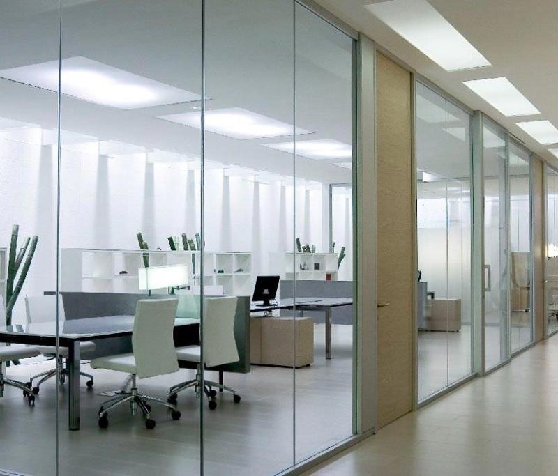 vách kính văn phòng thường